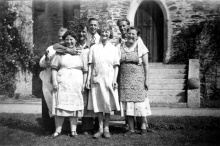 1001-Sydenham school workers 1950s.jpg